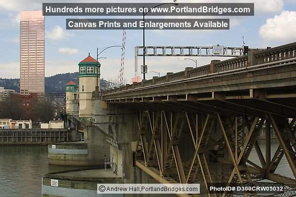Burnside Bridge with US Bancorp Tower (Portland, Oregon)