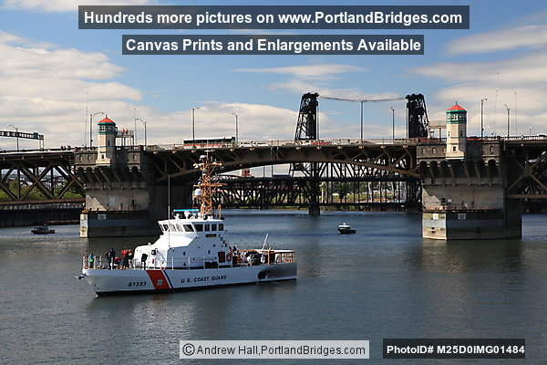 Burnside Bridge, USCGC Adelie (Portland, Oregon)