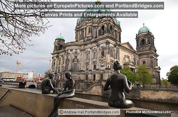 Berlin Cathedral Outdoor Statues