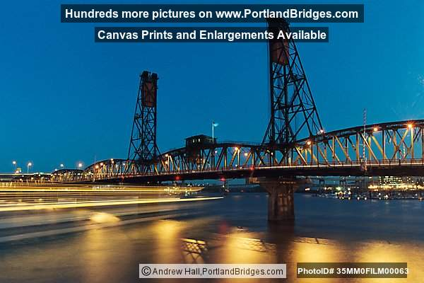 Hawthorne Bridge,Portland Spirit at Dusk
