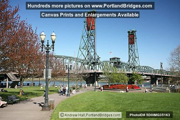 Hawthorne Bridge, Tom McCall Waterfront Park, Daytime (Portland, Oregon)