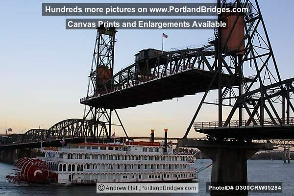 Queen of the West under  Hawthorne Bridge (Portland, Oregon)