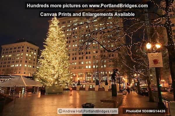Pioneer Courthouse Square, Christmas Tree