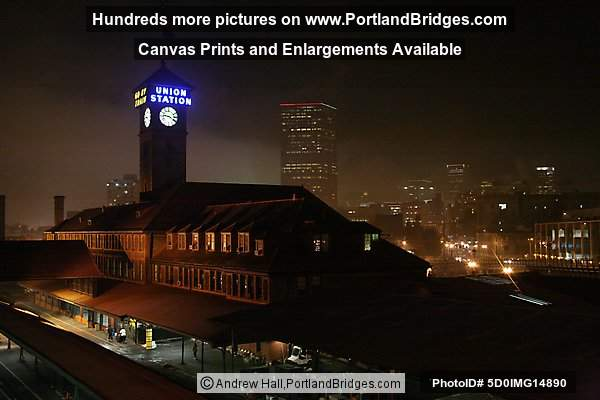 Portland, Oregon, Union Station, Night, Fog