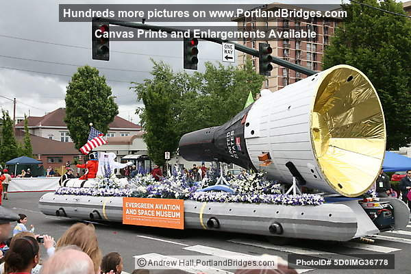 Evergreen Aviation and Space Museum Float, Grand Floral Parade 2008 (Portland, Oregon)