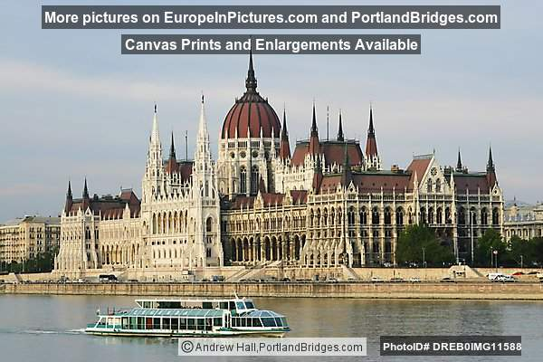 Budapest Parliament, Boat