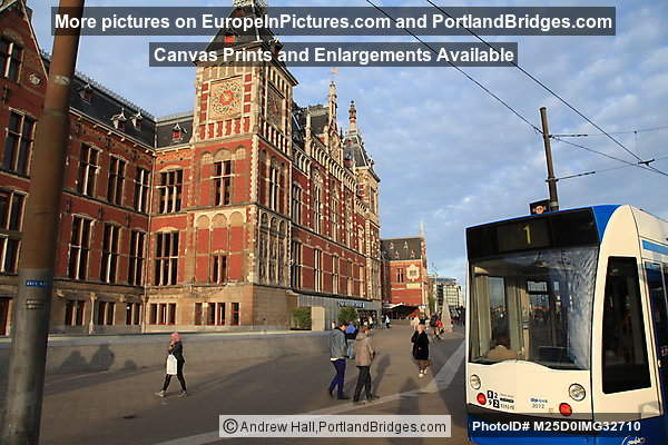 Amsterdam Centraal Station, Tram