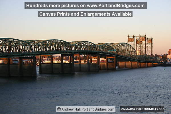 Interstate Bridge between Oregon and Washington, Columbia River (Portland, Oregon)