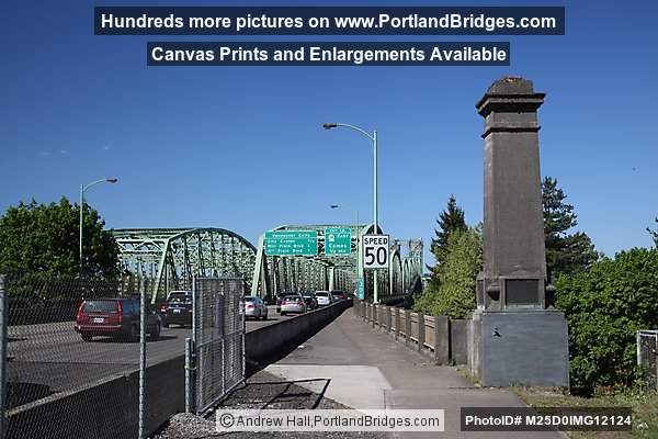 Interstate Bridge walkway from Oregon side, looking north (Portland, Oregon)