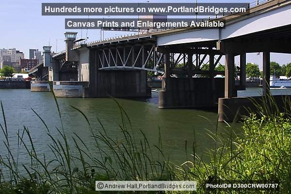 Morrison Bridge, daytime, Willamette River (Portland, Oregon)