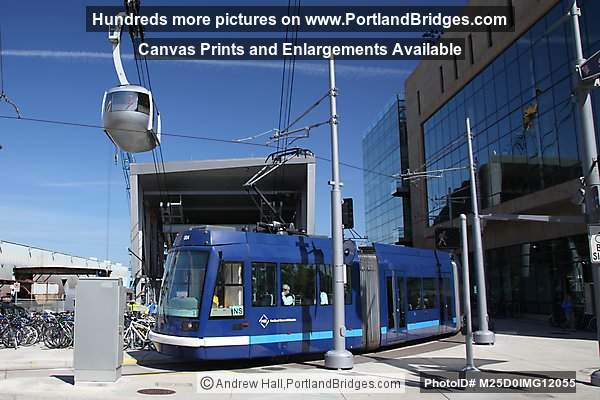 Portland Aerial Tram, Portland Steetcar at South Waterfront
