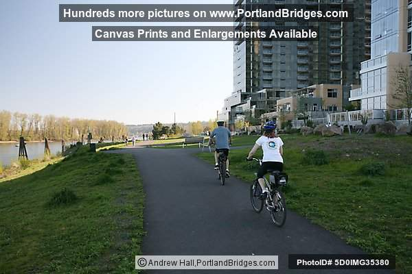 Bike/walking trail by Willamette River, South Waterfront