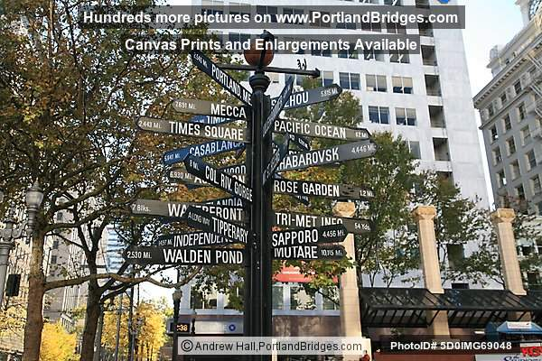 Pioneer Courthouse Square Signpost, Directional Marker (Portland, Oregon)