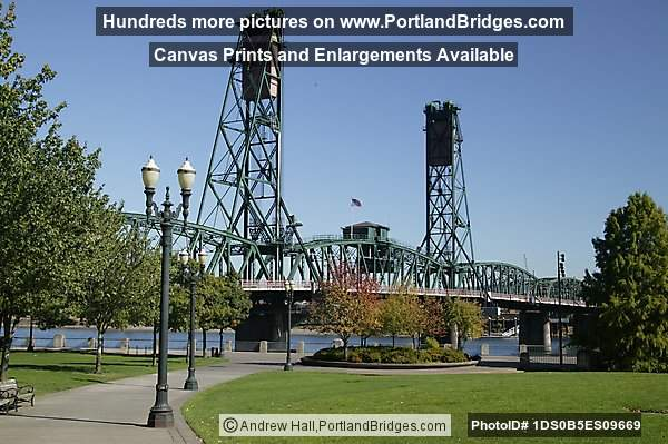 Tom McCall Waterfront Park, Hawthorne Bridge (Portland, Oregon)
