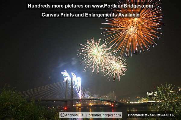 Tilikum Crossing, Fireworks (Portland, Oregon)